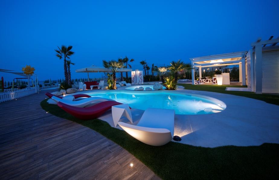 Schwimmbad am Strand im Hotel Alba Adriatica